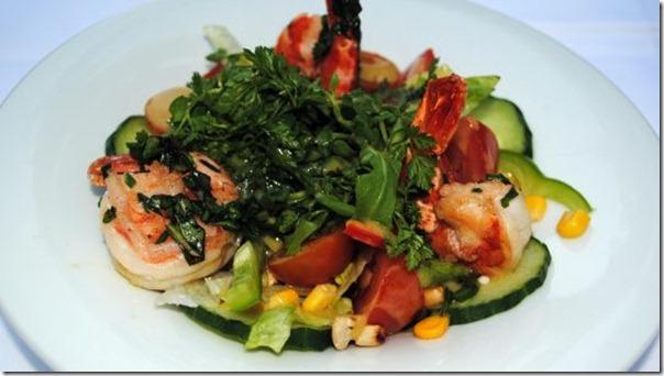 Salat mit Garnelen und Senfdressing