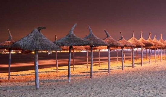 Sonnenschirme an der Playa de Palma